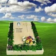 monumentino lapide a terra tomba